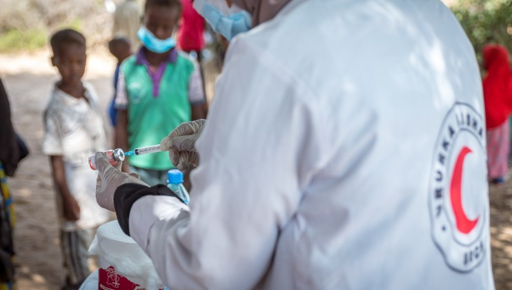 Hussein Sa'ed Hussein, a Team Leader and Child Health Nurse, preparing a vaccine at the Dalow Mobile Clinic in Sahil on 30th June 2021