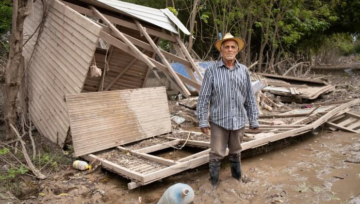 Honduras 271121 homeless man in Comunidades Bananeras